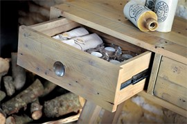 RUS 07 Drawer Rail Detail & Typical Finish Example (Large).jpg